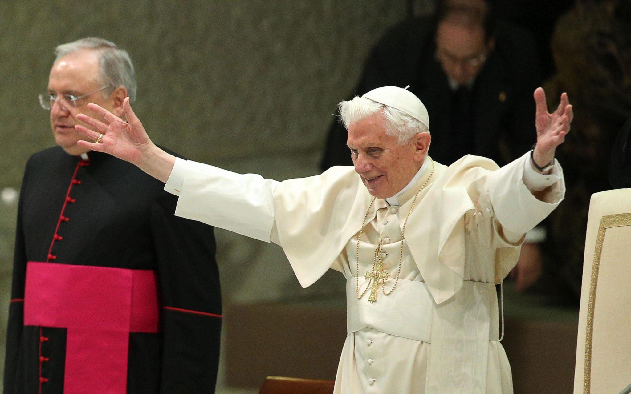 Sobre Renuncia del Papa Benedicto XVI ante Presión de los Bush