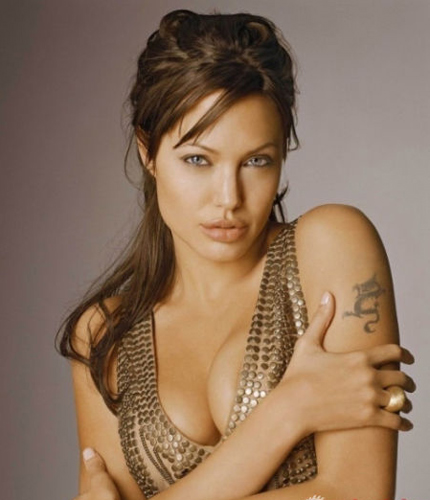 Angelina Jolie inspira a Mujeres a Mutilarse con doble Mastectomías