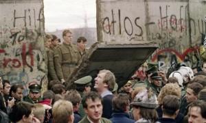 912-caida-comunismo-post